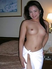 Amateur Thai girl naked in hotel room ready to fuck
