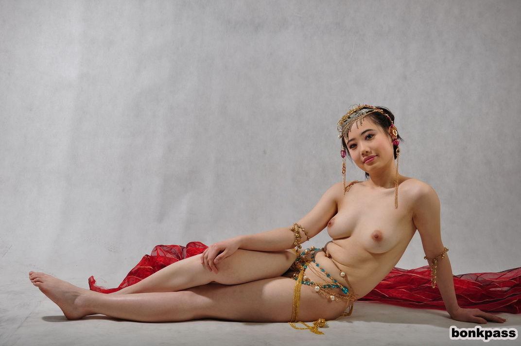Sexy chinese girls dancing