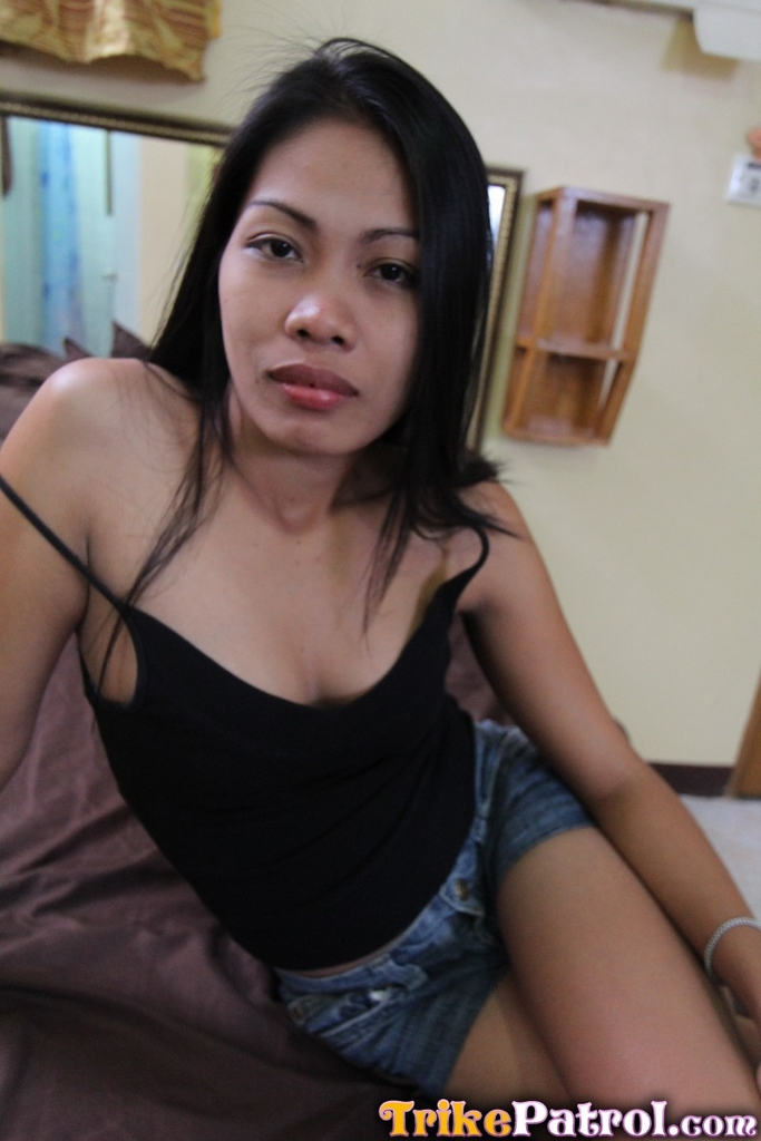 Filipina streetwalker sucks a mean dick and gets pussy cream 7